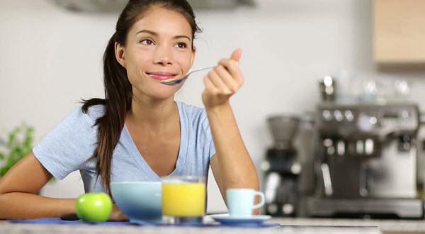 bổ sung đủ chất dinh dưỡng khi niềng răng