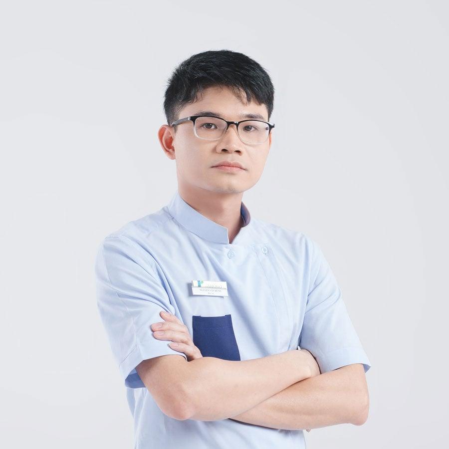 Bác sĩ Nguyễn Văn Hùng