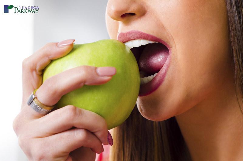 chế độ ăn cho người trồng răng implant